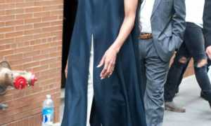Как носить платье с брюками или юбкой